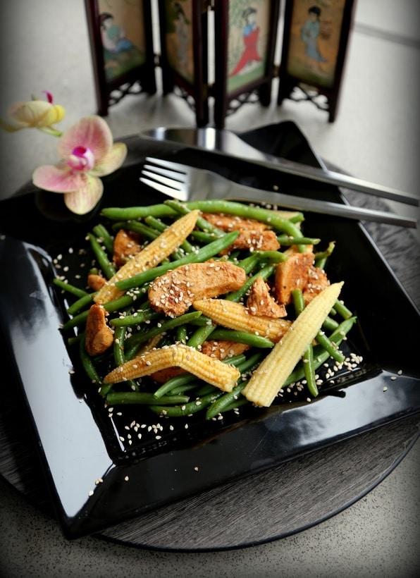 spicy chicken salat med grønne bønner, sund salat, proteiner