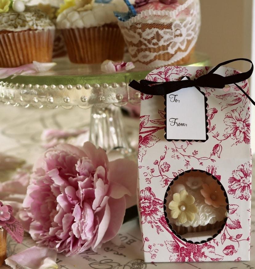 festlige cupcakes til fødselsdag, vanilje frosting