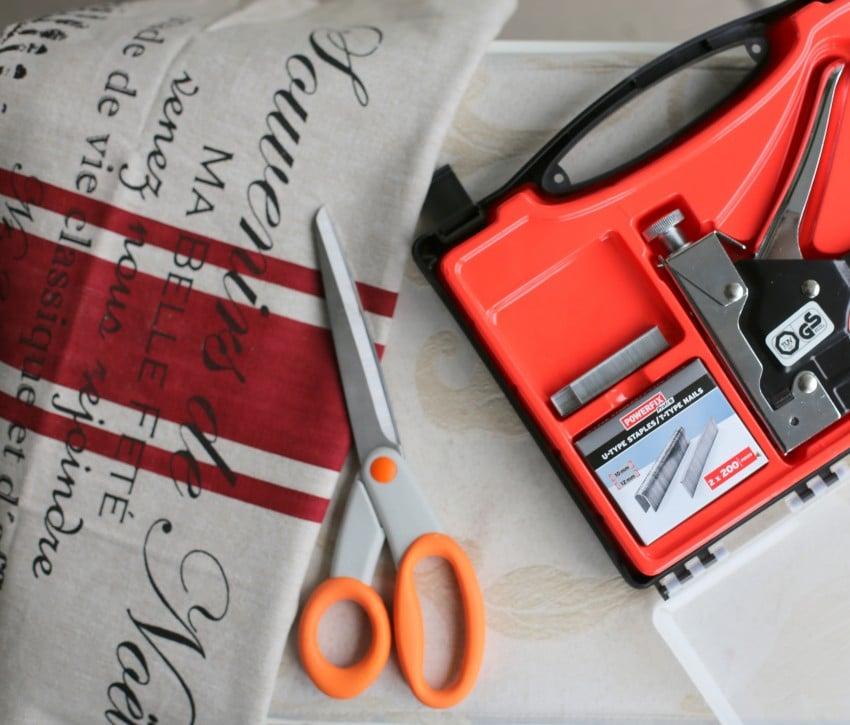 DIY Puff makeover til billige penge, møbelpolstring gør det selv