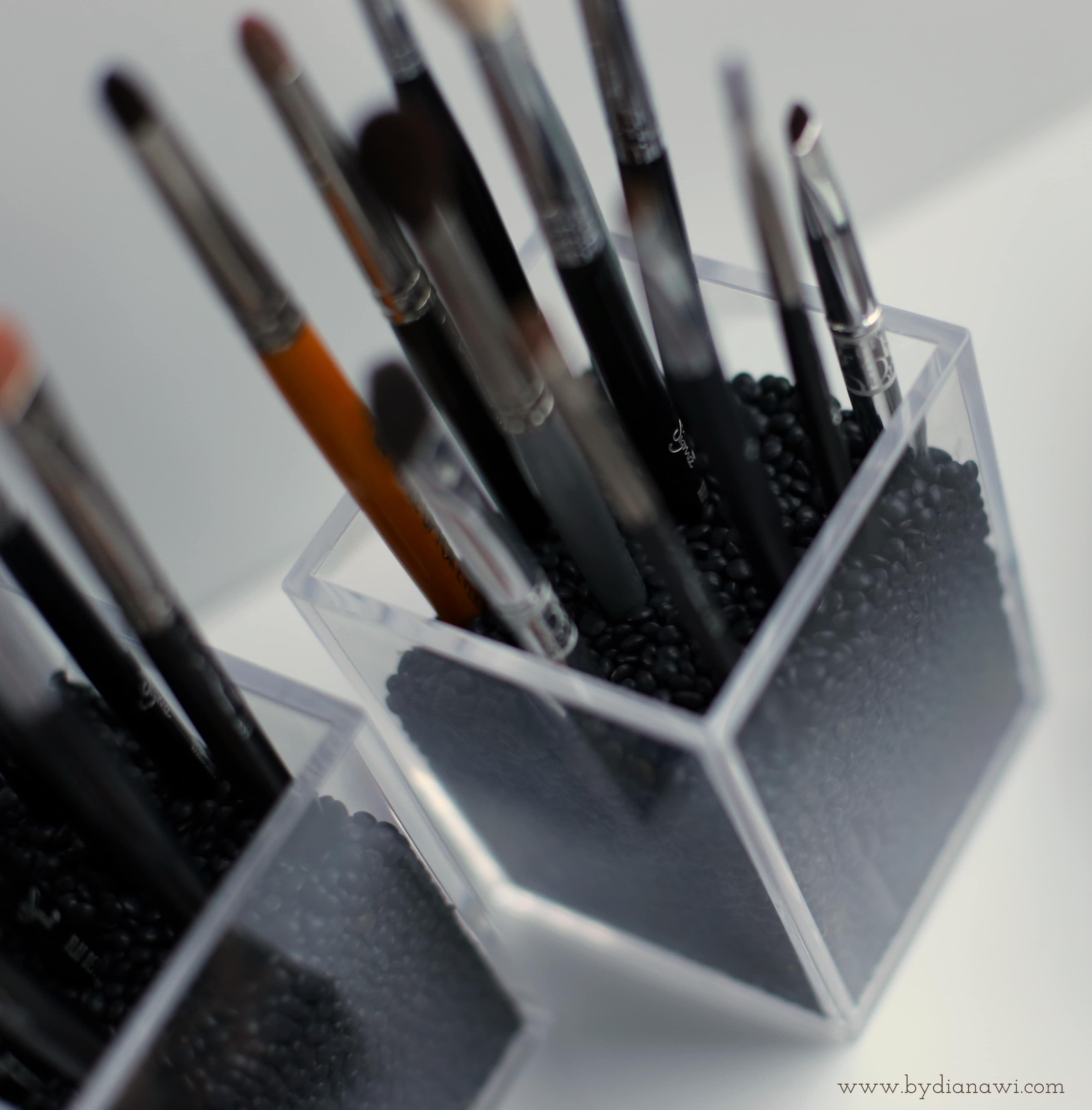 sådan organiserer jeg makeup børster