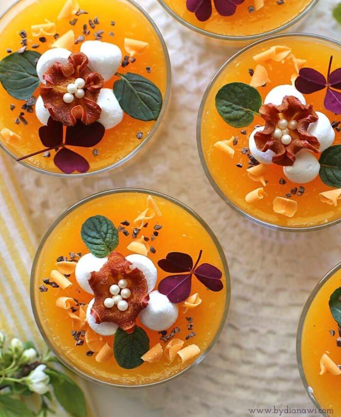 Kalorielet sommerdessert med hvid chokolademousse og appelsin glace