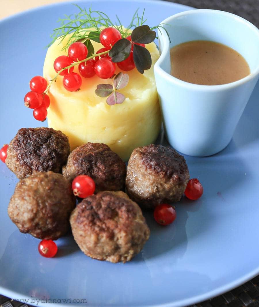 Opskrift på svenske kødboller med sauce (köttbullar) ligesom i ikea
