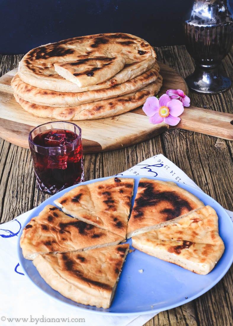 khachapuri, georgisk brød med ostefyld, madbrød