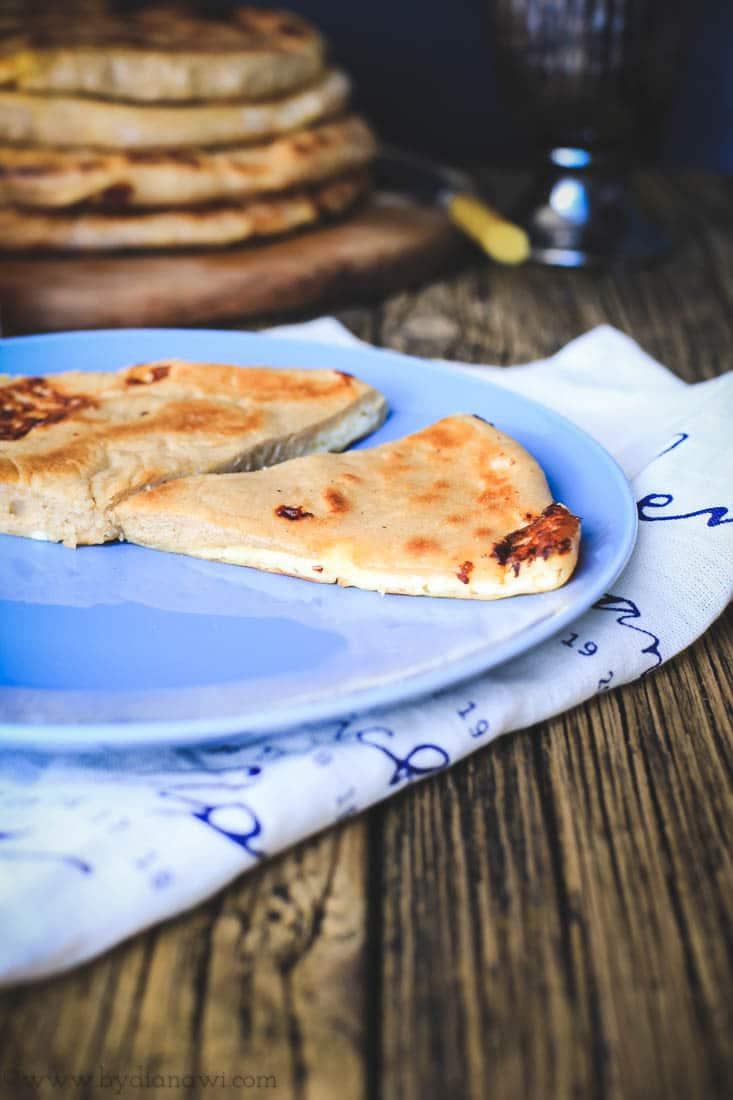 madbrød med ostefyld, georgisk brød med ost, khachapuri
