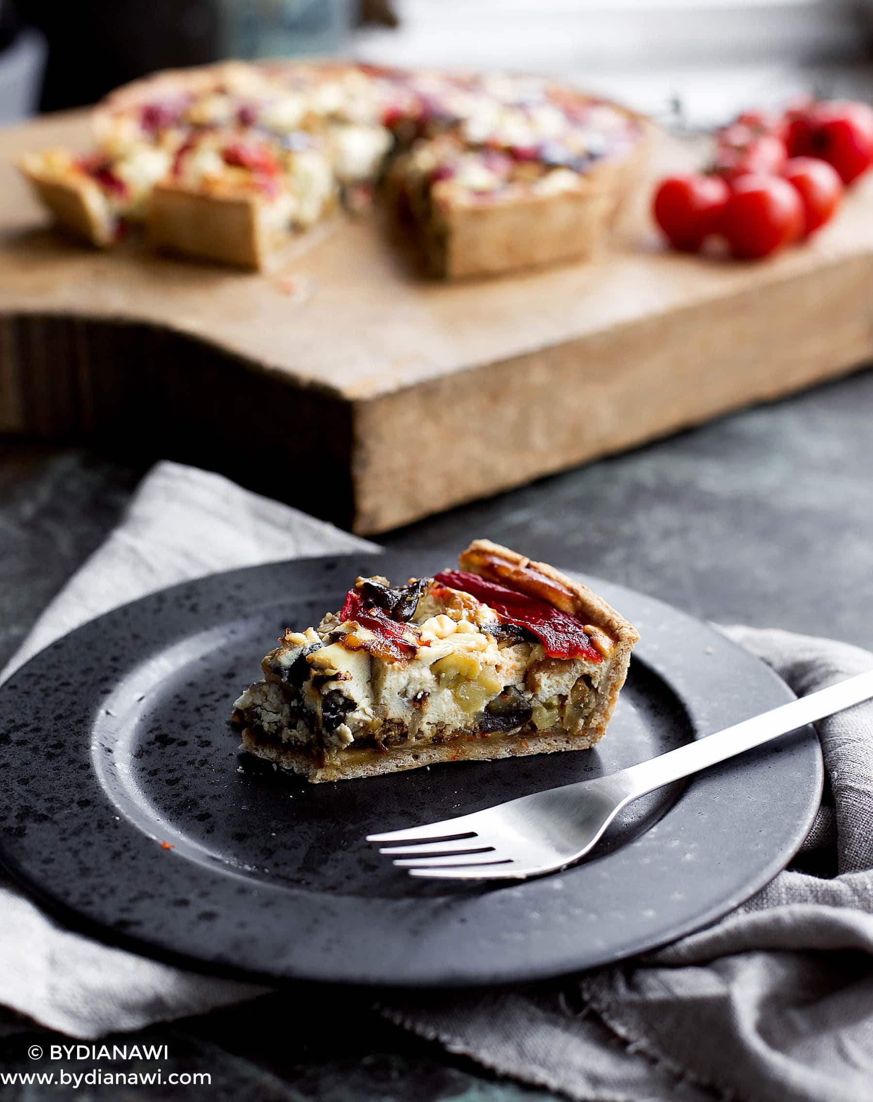 auberginetærte med ricotta, grillet peberfrugt og hvidløg, sund tærte, nem aftensmad, auberginer
