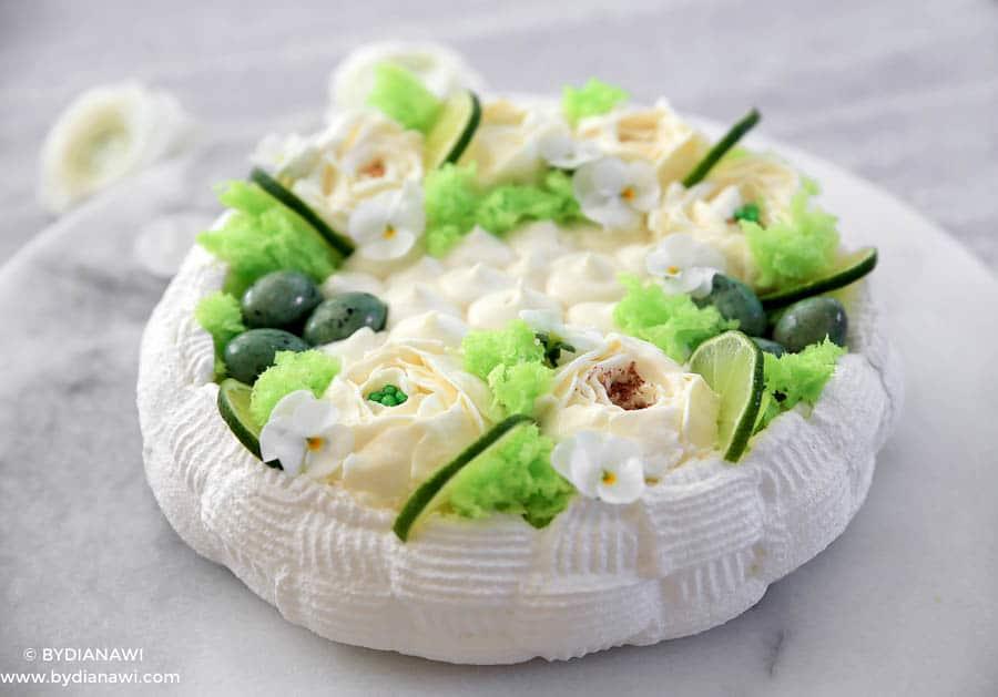 Pavlova marengsdessert med ostecreme til påsken