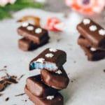 Raw piña colada chokolader med hjemmelavet kokospasta