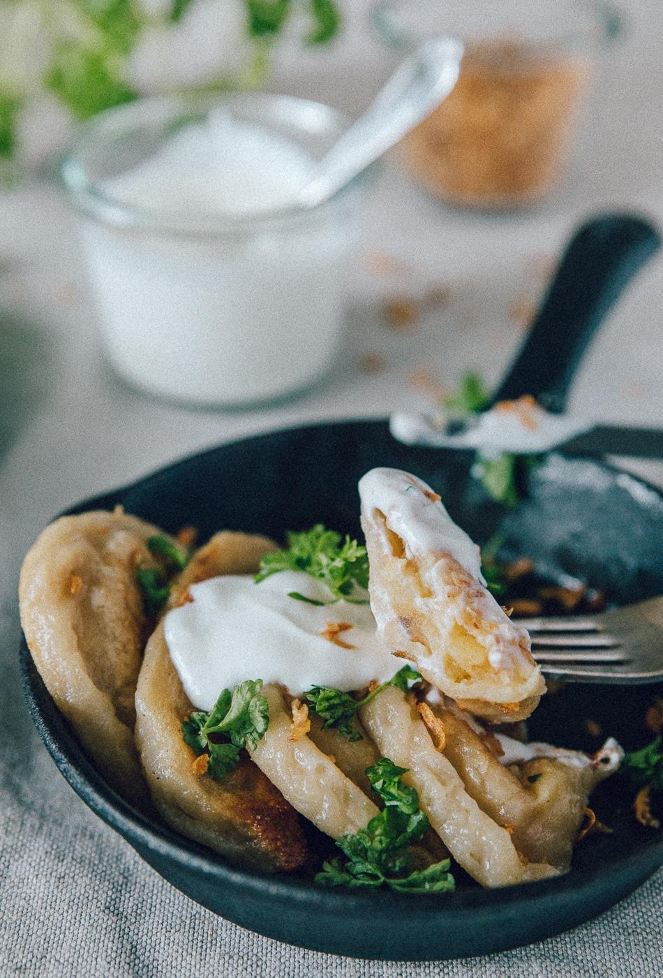 russiske vareniki, kartoffelmos, fryseegnet mad, ristede løg