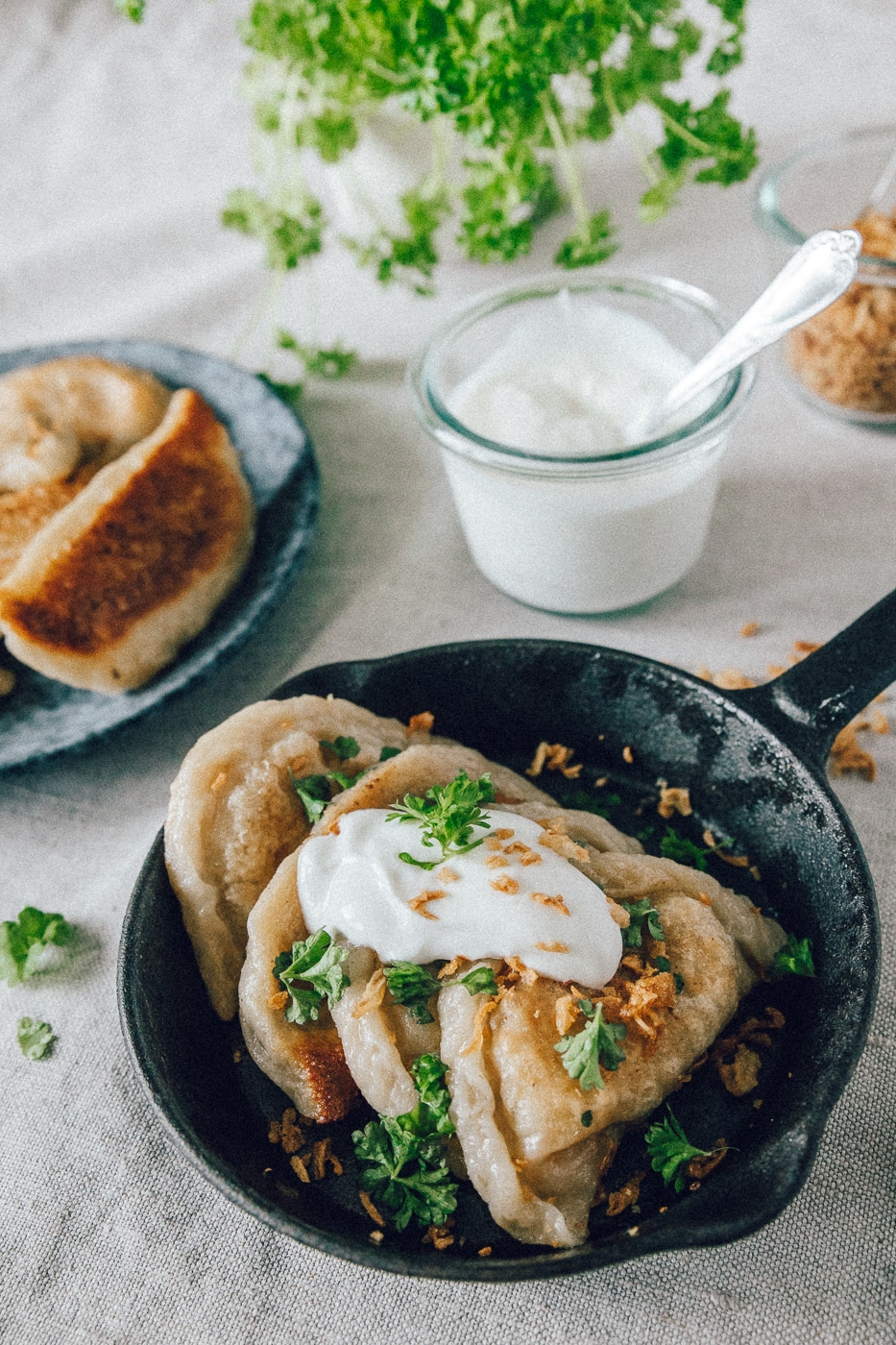 russiske vareniki, fryseegnet mad, kartoffelmos, ristede løg