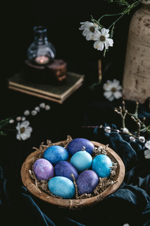 Påskeæg, naturfarver til æg, påskefrokost, påskeferie, hygge