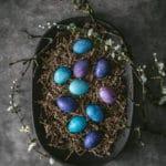 Farverige påskeæg med naturlige farver