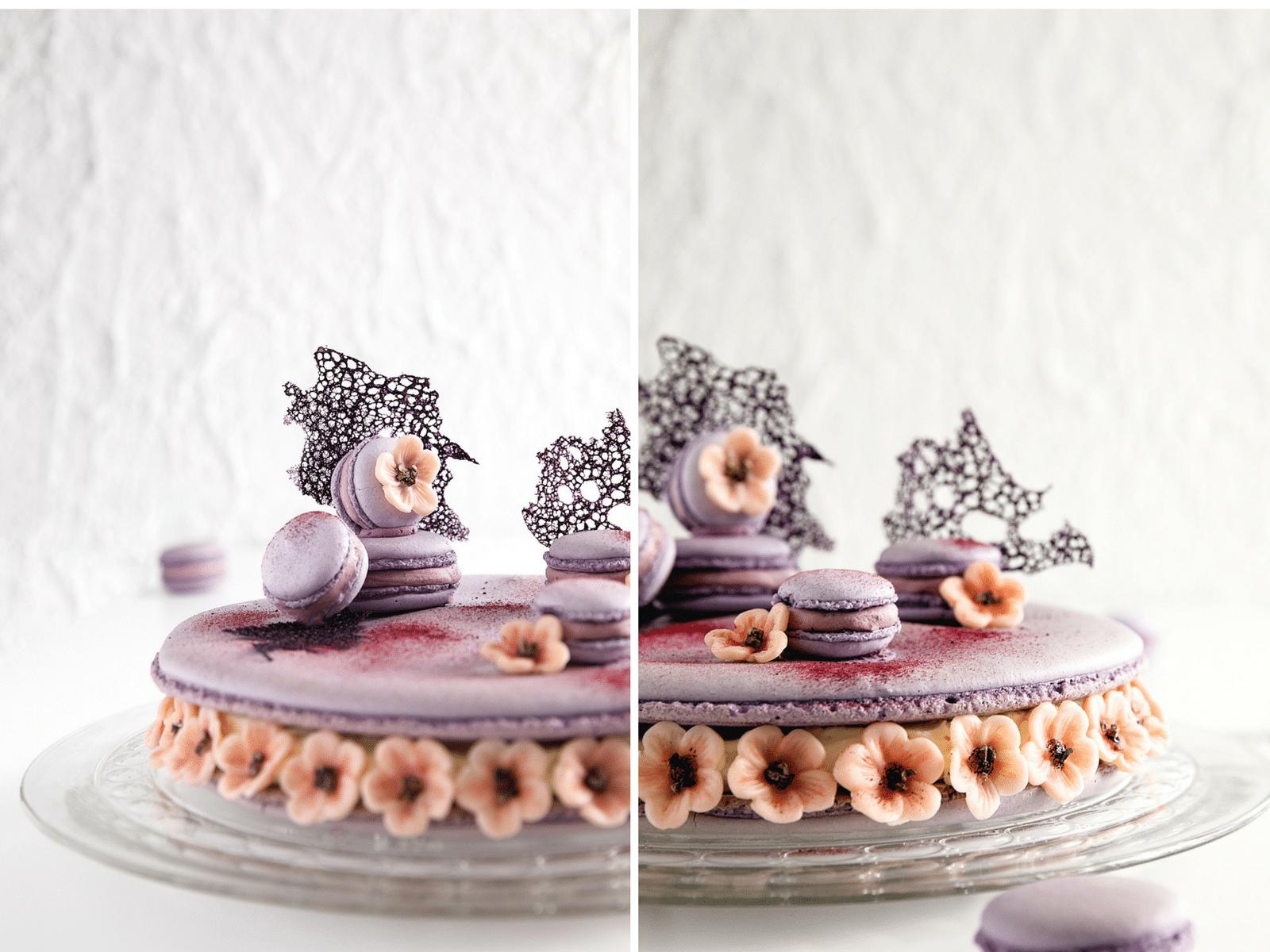 kæmpe macaron kage, kirsebærblomster, brombær, brombærganache