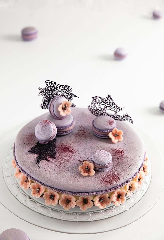 kæmpe macaron kage, kirsebærblomster, ganache, brombær