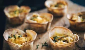 Tortilla muffins med sød kartoffelmos og ost