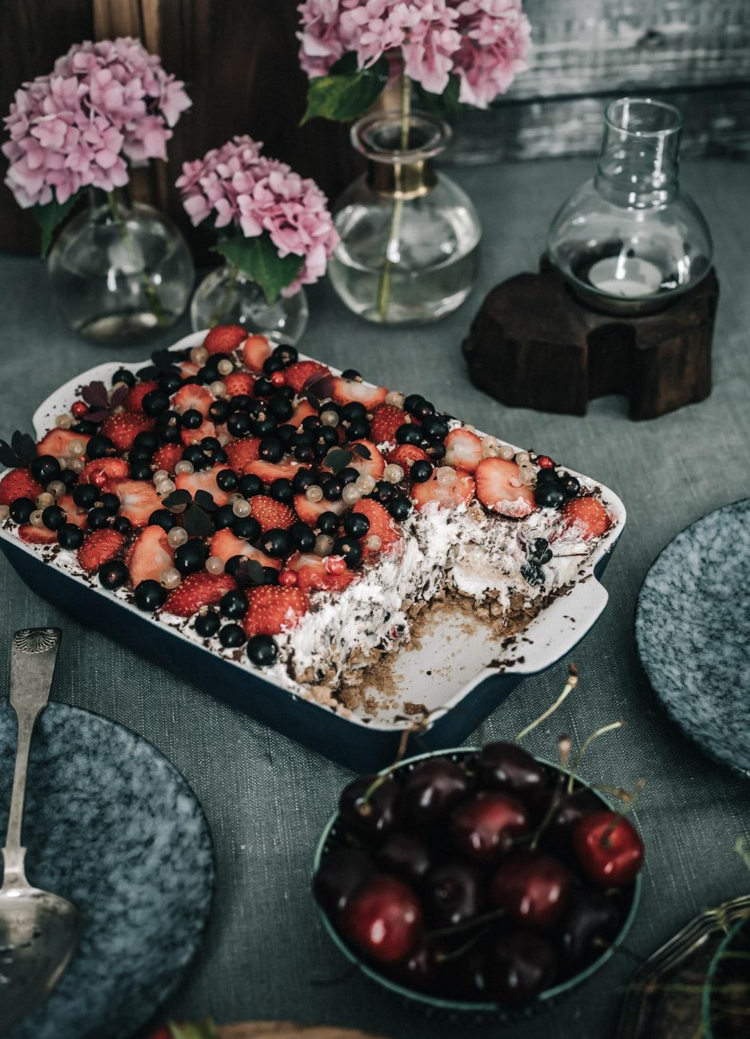 nem sommerdessert, dessert med flødeboller, makroner, jordbær
