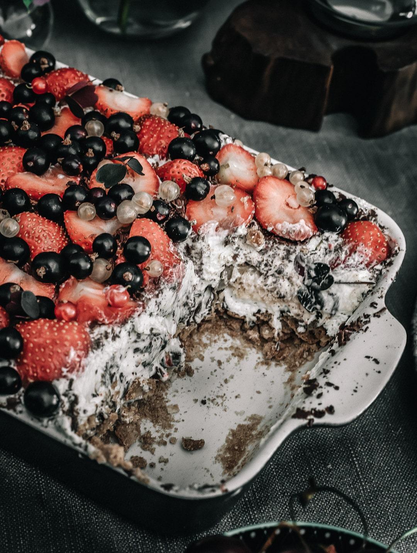 nem sommerdessert, dessert med flødeboller, jordbær, makroner